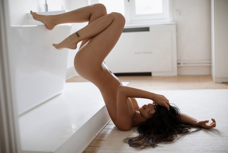 голая азиатская девушка в ванной / фото 24