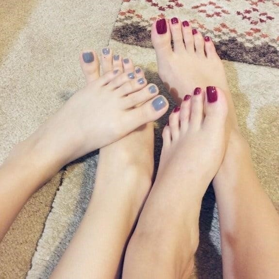 Lesbian long toes-5821