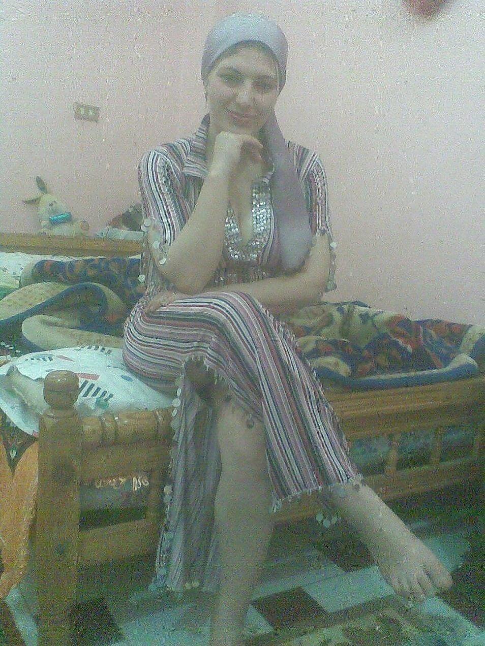 Arab foot slave-6321