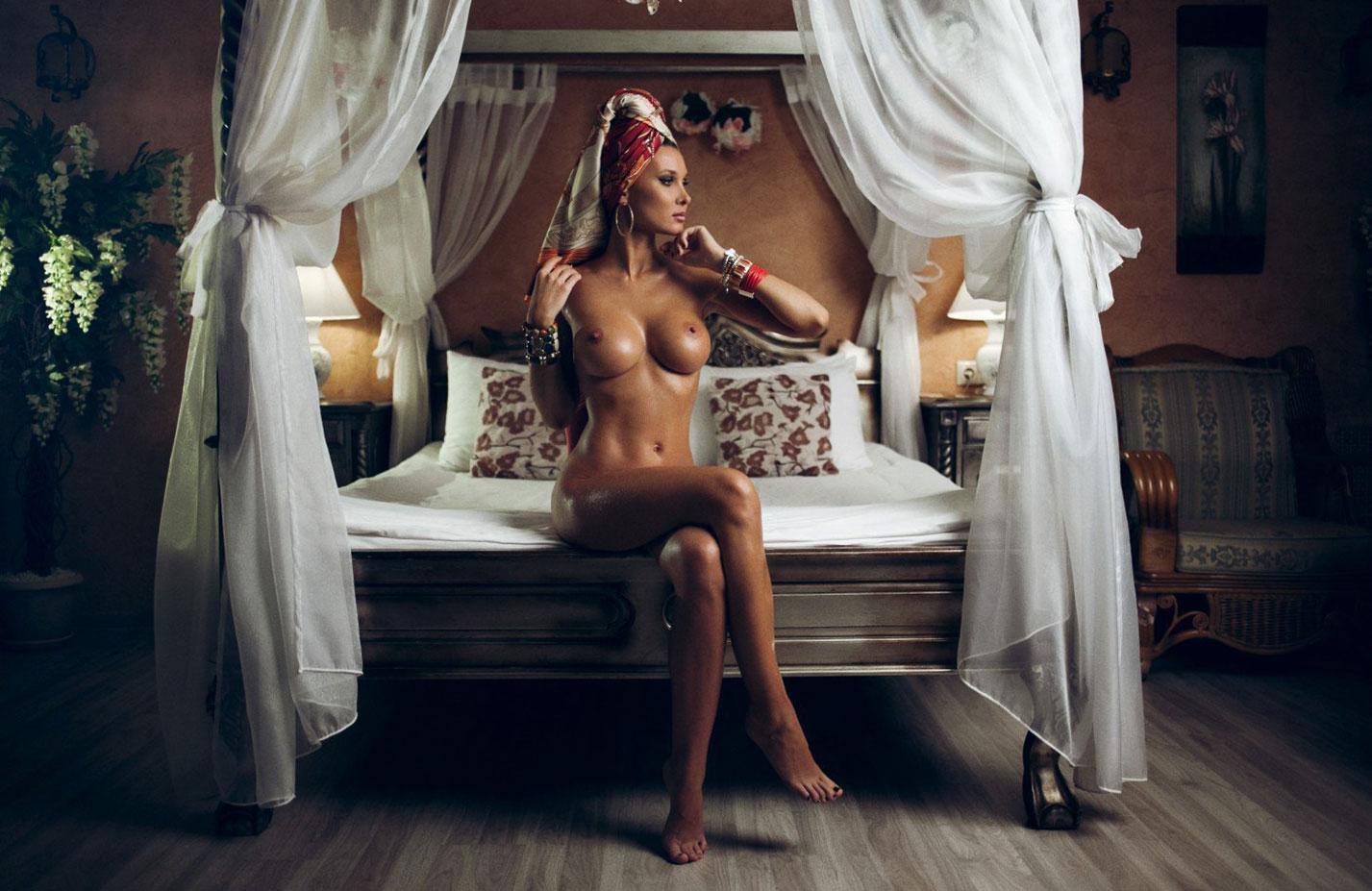 Голая Марина Полнова в постели / фото 02