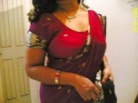 Tamil aunty boobs pic-6108
