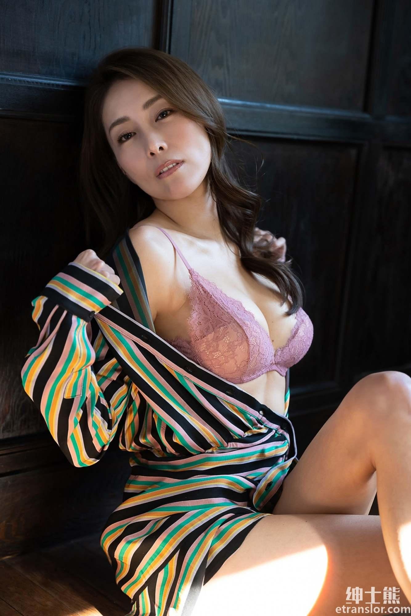 日本写真女星:熊切麻美、塩地美澄、熊田曜子三人组合岁月不改 养眼图片 第9张
