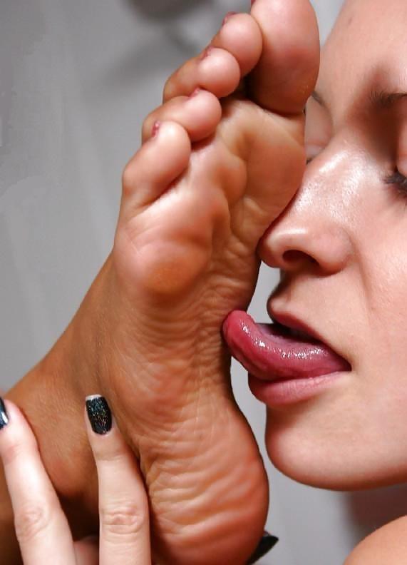 Lesbians feet kissing-1146