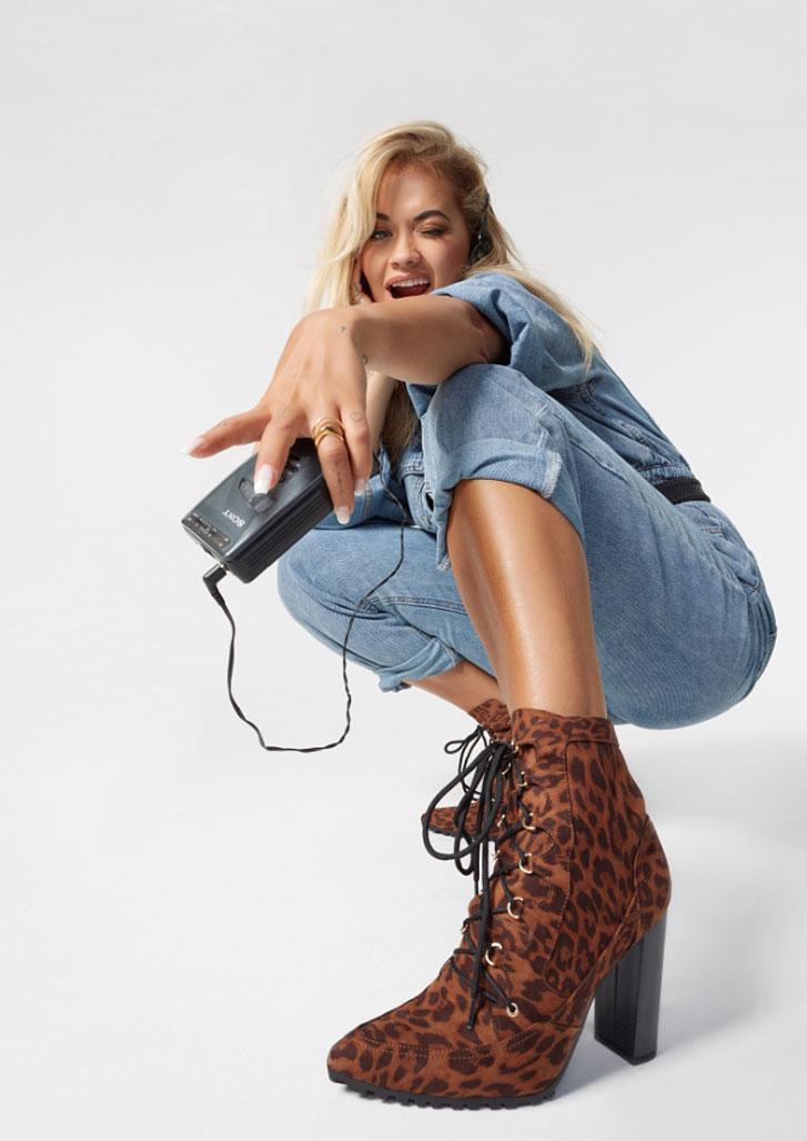 Рита Ора в обуви модного бренда ShoeDazzle, сезон 2020 / фото 19