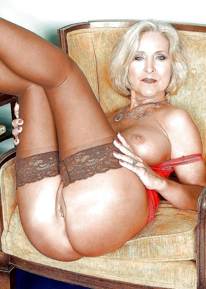 Beautiful naked mature women pics-7844