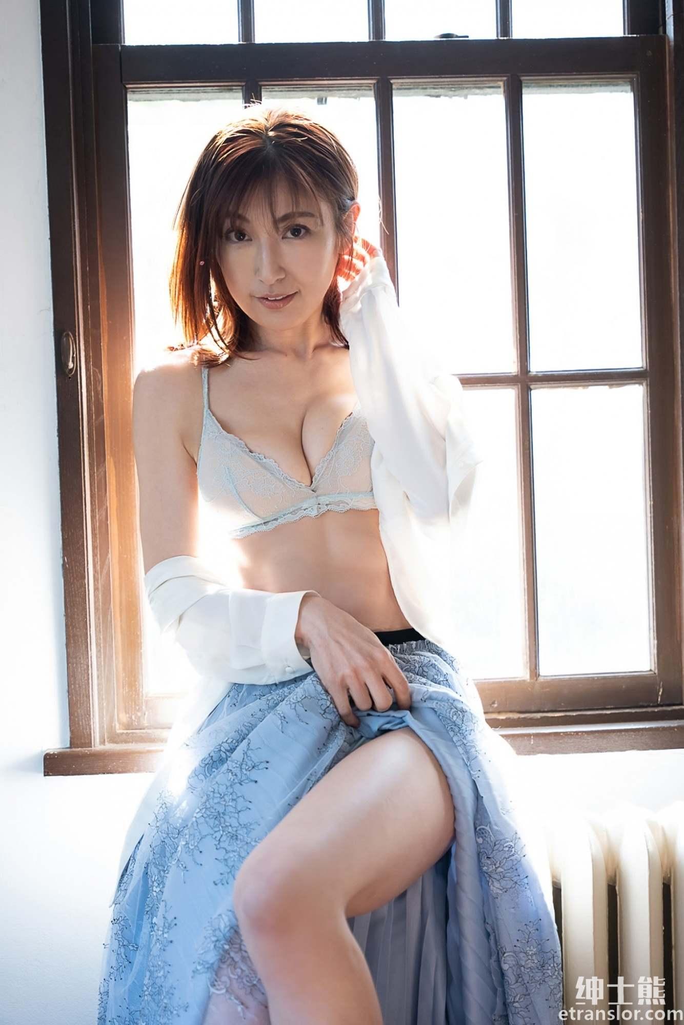 日本写真女星:熊切麻美、塩地美澄、熊田曜子三人组合岁月不改 养眼图片 第12张