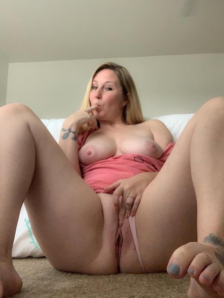 Curvy blonde milf pics-9901