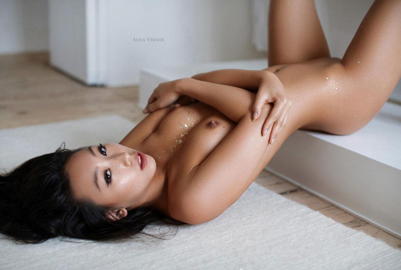 голая азиатская девушка в ванной / фото 19