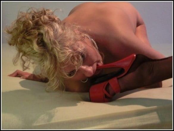 Woman foot slave-4223