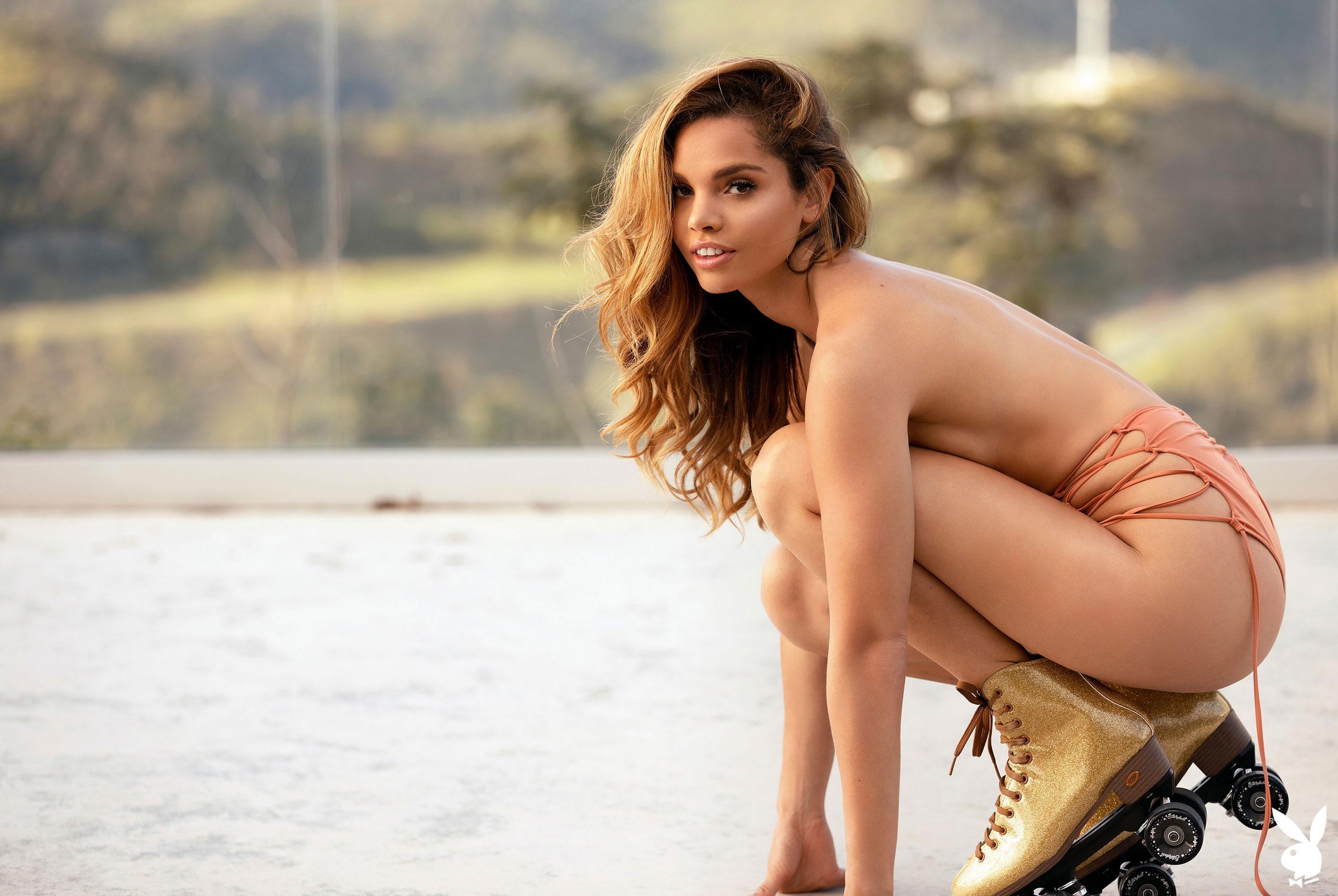 Мисс Июнь 2019 американского Playboy Йоли Лара / фото 01