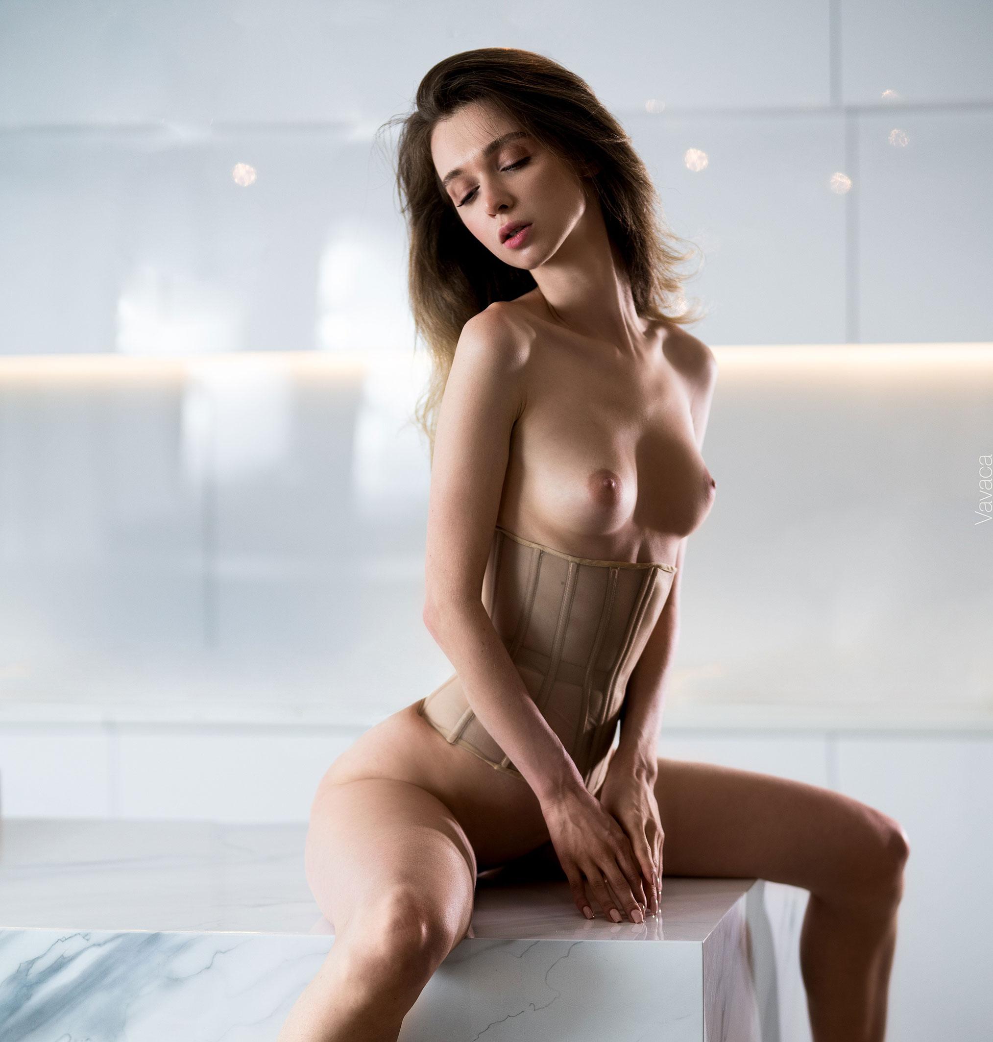 Сексуальная голая Анна Царалунга / фото 21
