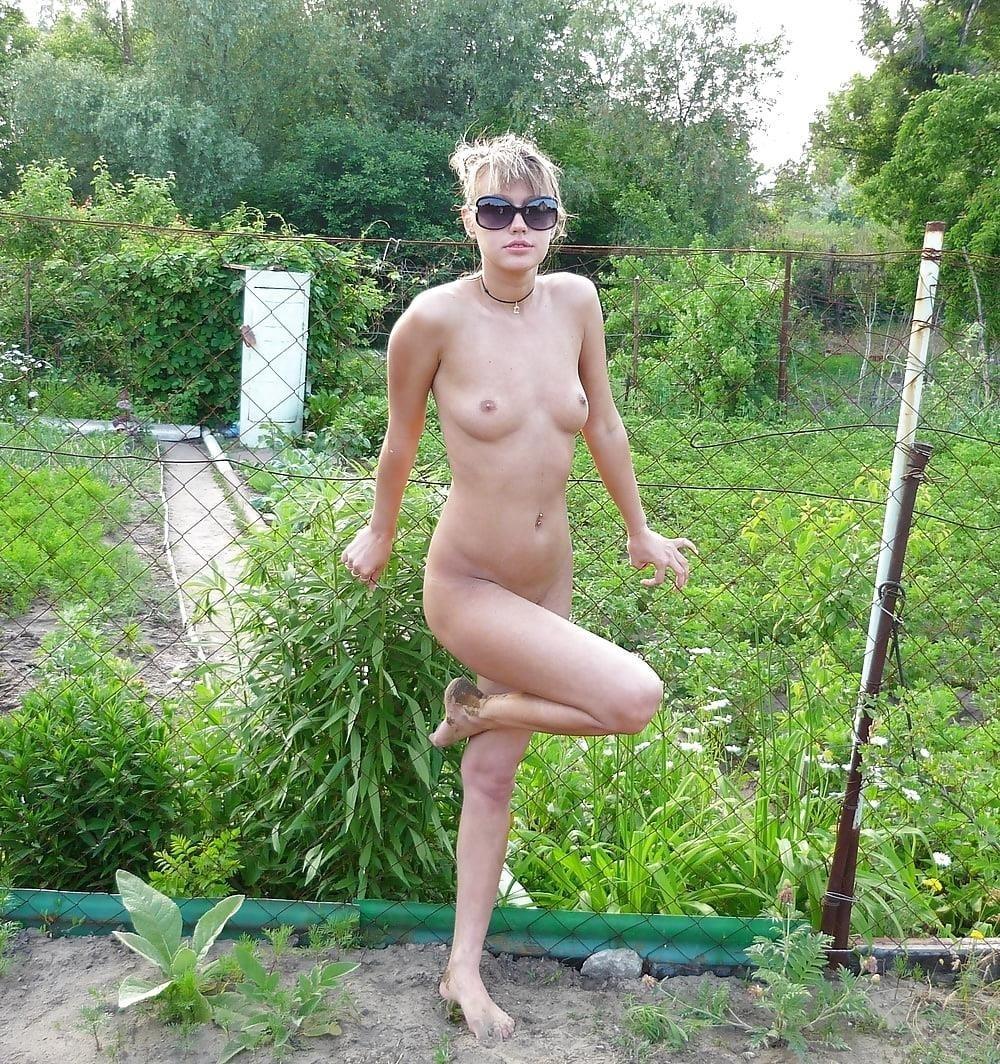 Nude babes peeing-4388