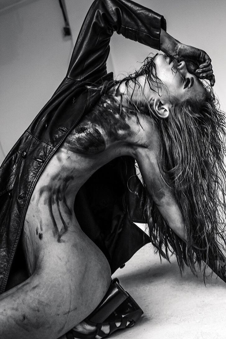 Anastasiya Scheglova nude by Jurij Treskow / Treats! Magazine september 2015