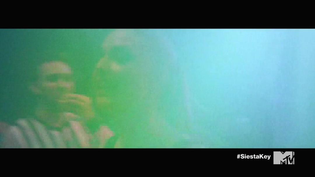 Siesta Key S03E22 Im Falling for Sam 720p HDTV x264-CRiMSON