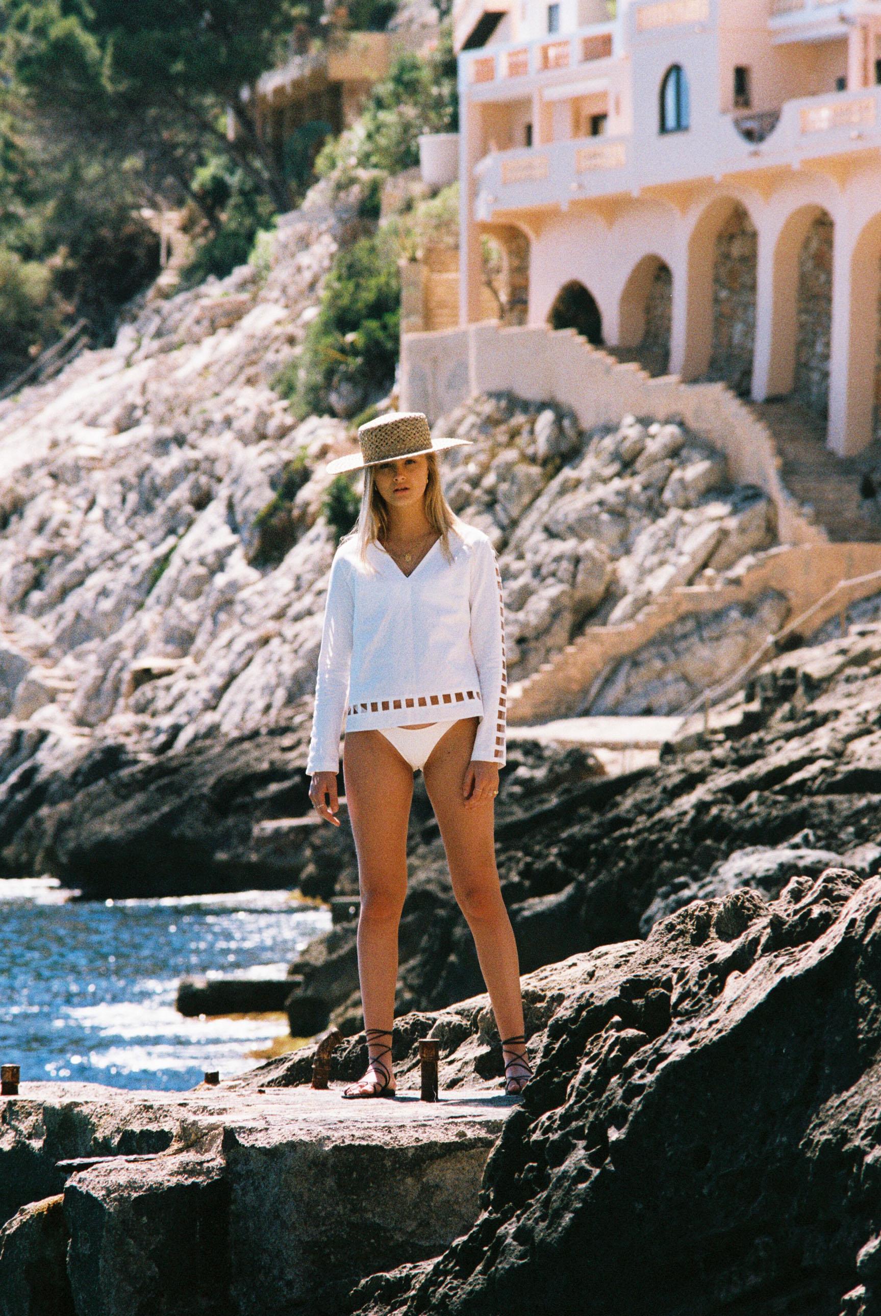 Бритни ван дер Стин в пляжной одежде модного бренда Rada Bryant, весна-лето 2020 / фото 12