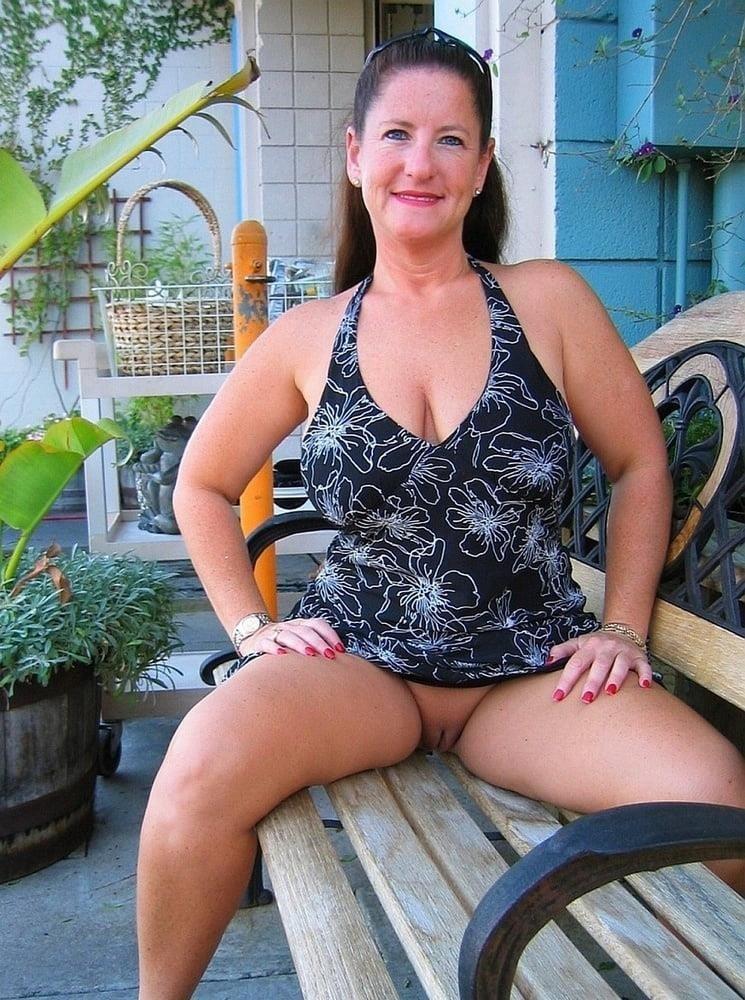 Mature women upskirt no panties-3893