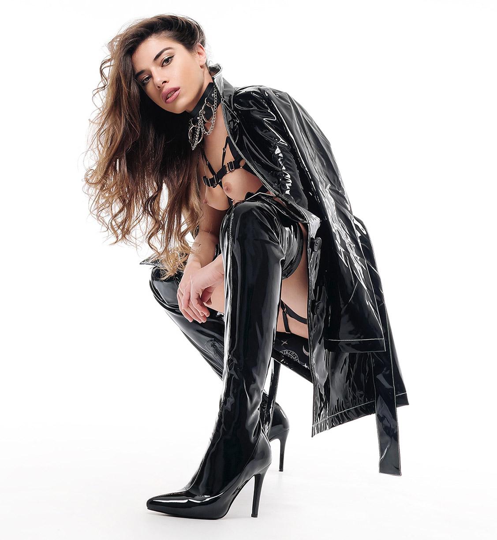 Стильная Кьяра в сексуальных кожаных нарядах / фото 10