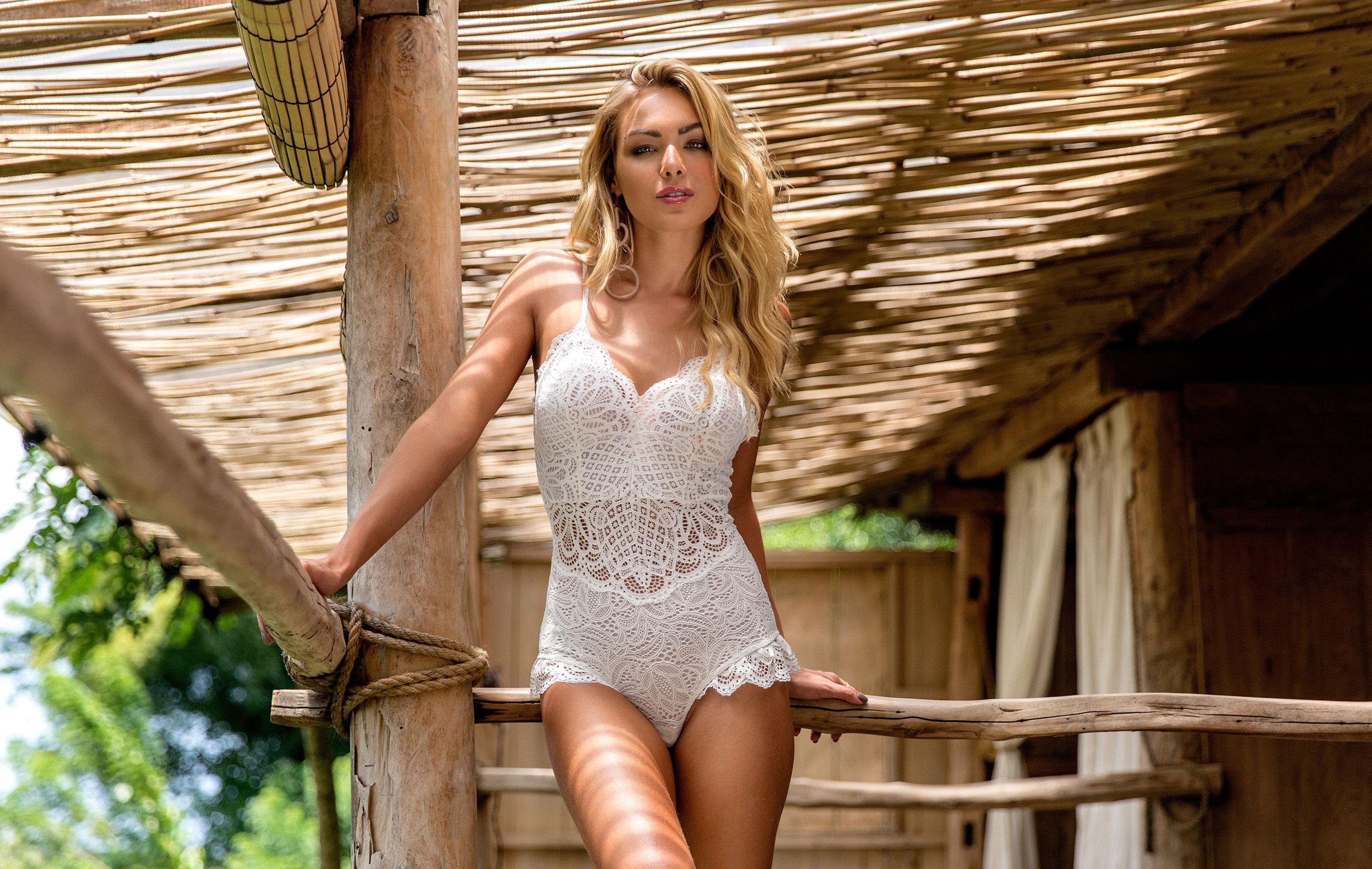 Барбара Хек в нижнем белье модного бренда Bali, лето 2019 / фото 01