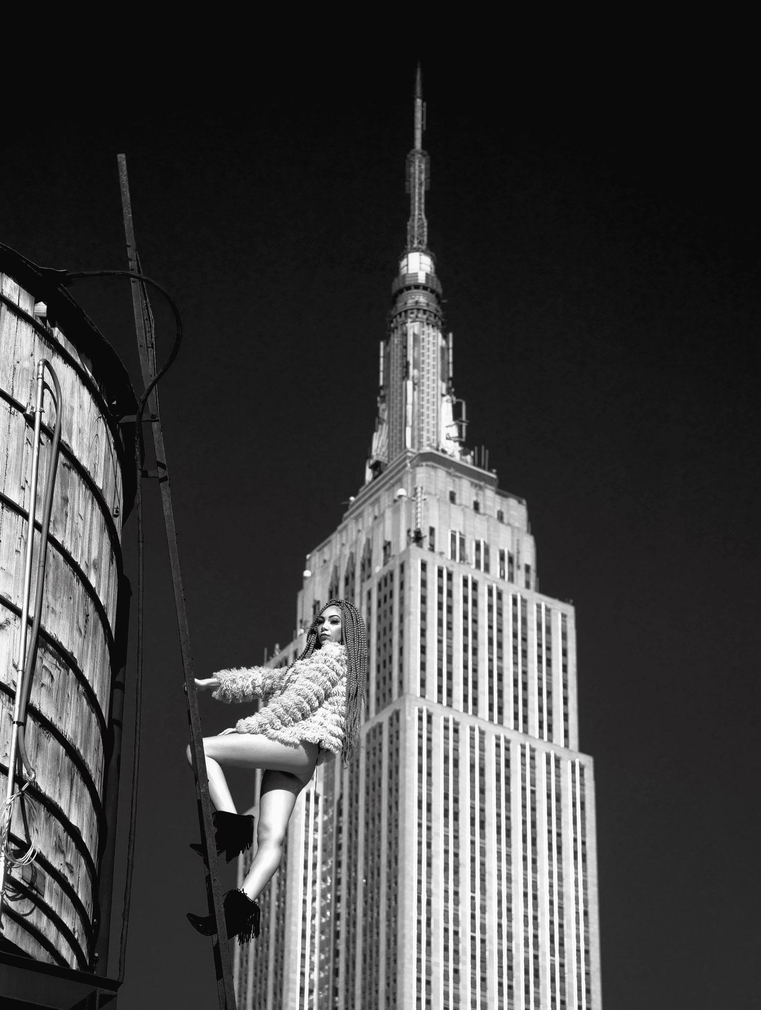 полуголые фотомодели на крышах нью-йоркских небоскребов / Beauty and New York City by Mar Shirasuna
