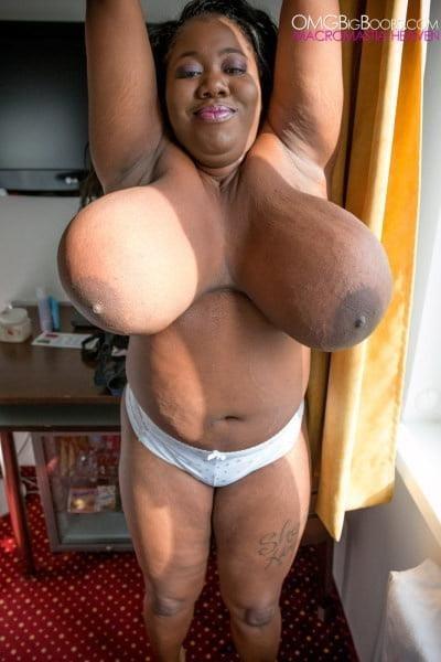 Jiggling boobs in public-9313