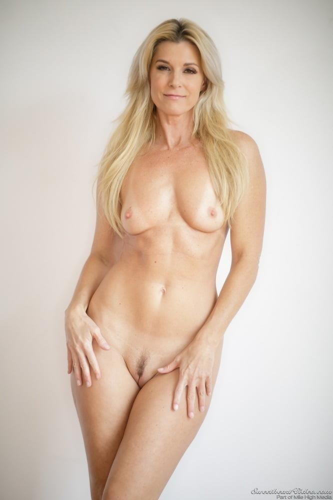 Pics of mature naked women-5366