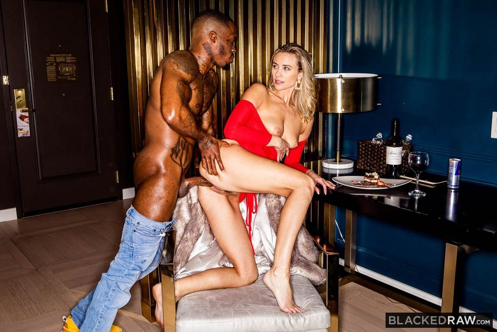 Addie Andrews, Pressure – Gotta Go – Blacked Raw