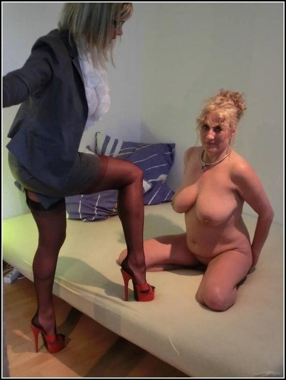 Woman foot slave-5049