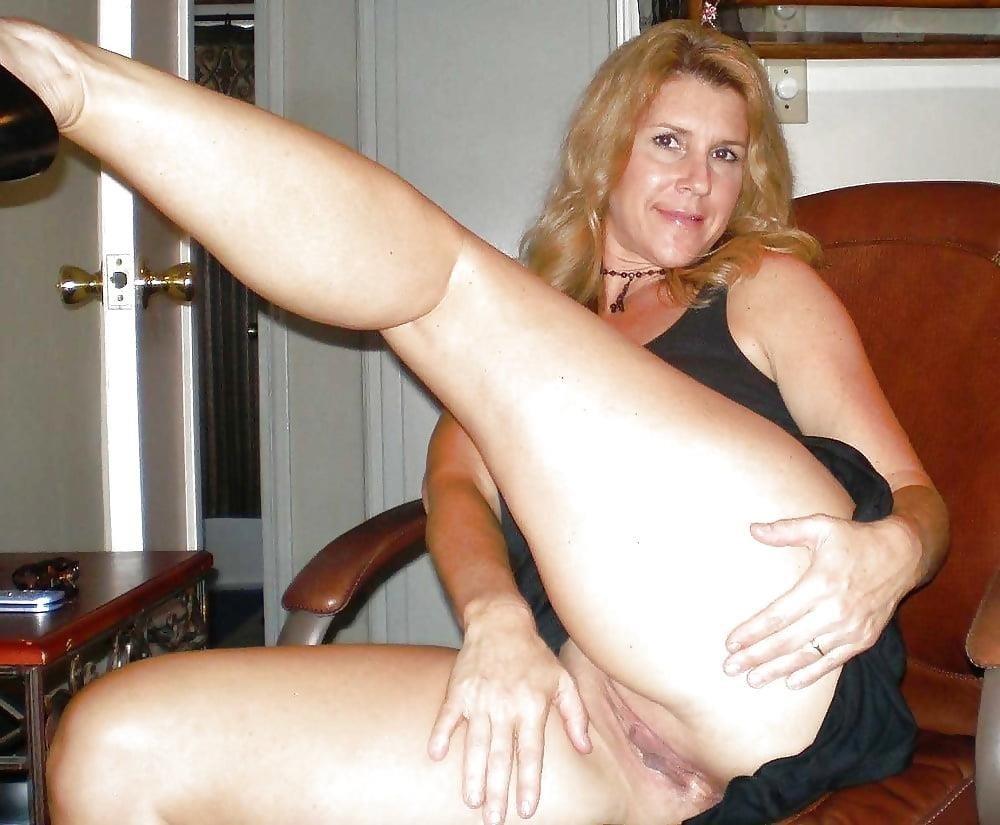 Beautiful naked mature women pics-9037