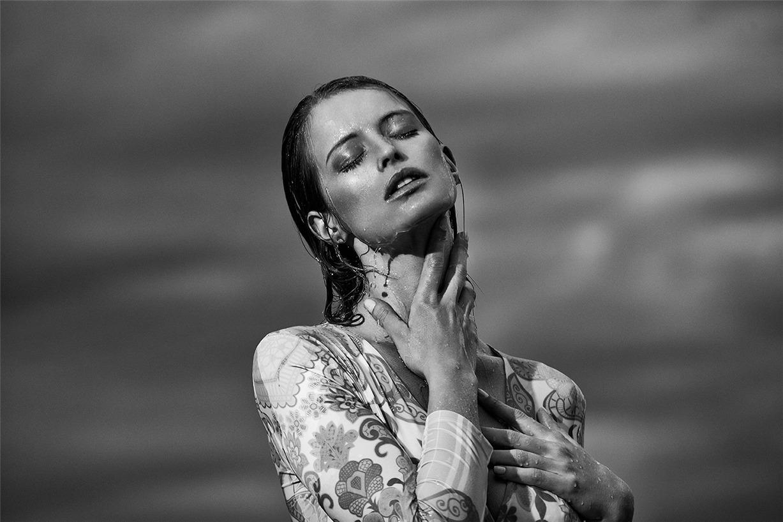 Флавия Лучини в купальниках и одежде для отдыха бренда Nacre Voyage / Flavia Lucini by Richard Bernardin - Ugly Magazine
