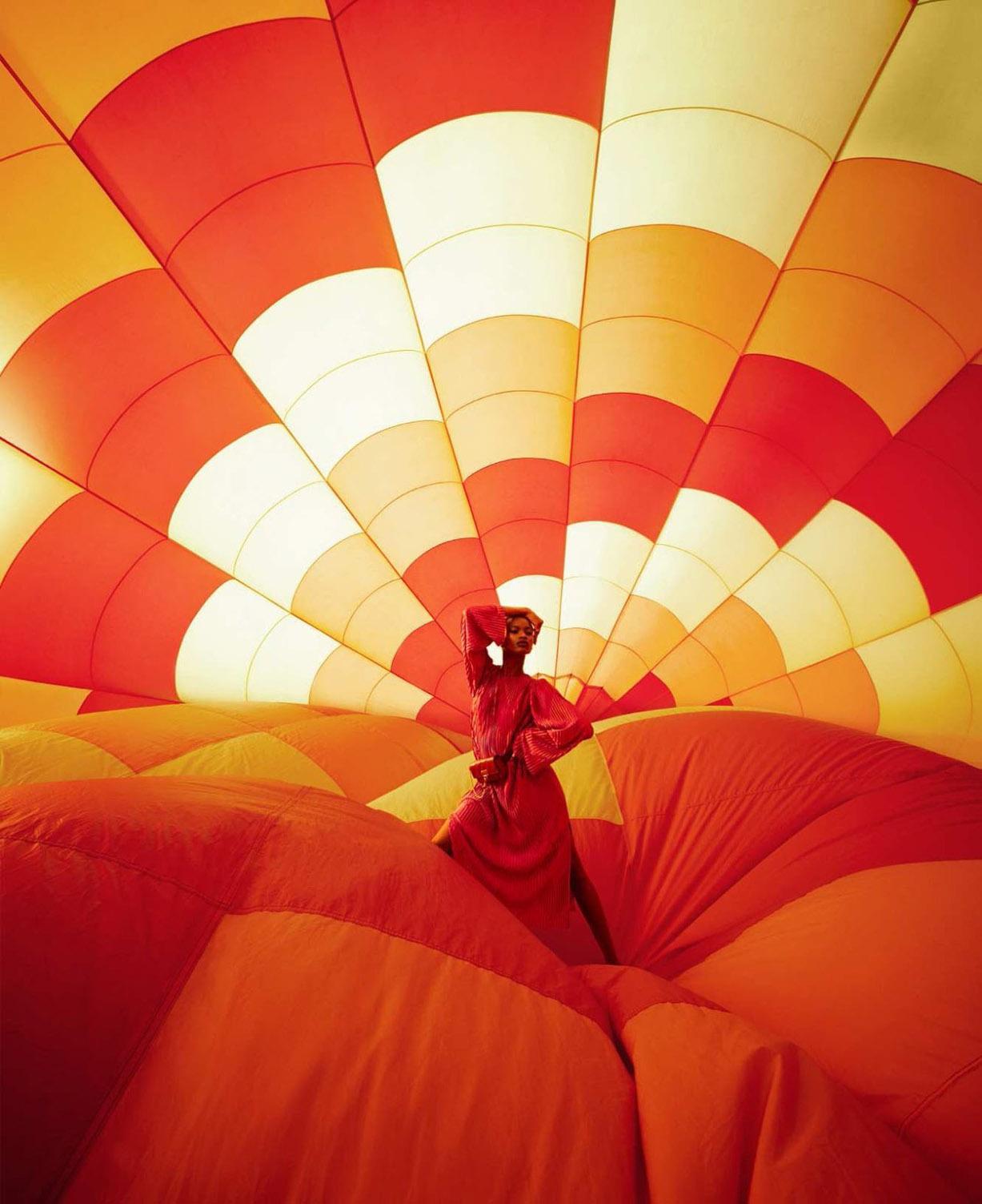 Прогулка на ярких воздушных шарах / Mayowa Nicholas by Alexi Lubomirski