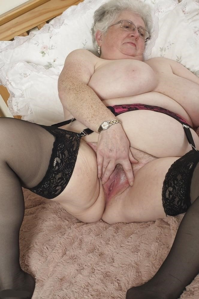 Nude grannies with big tits-6444