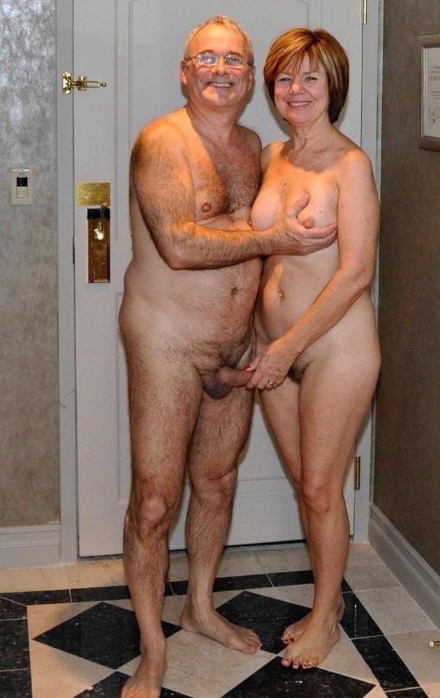 Mature couples copulating-2507