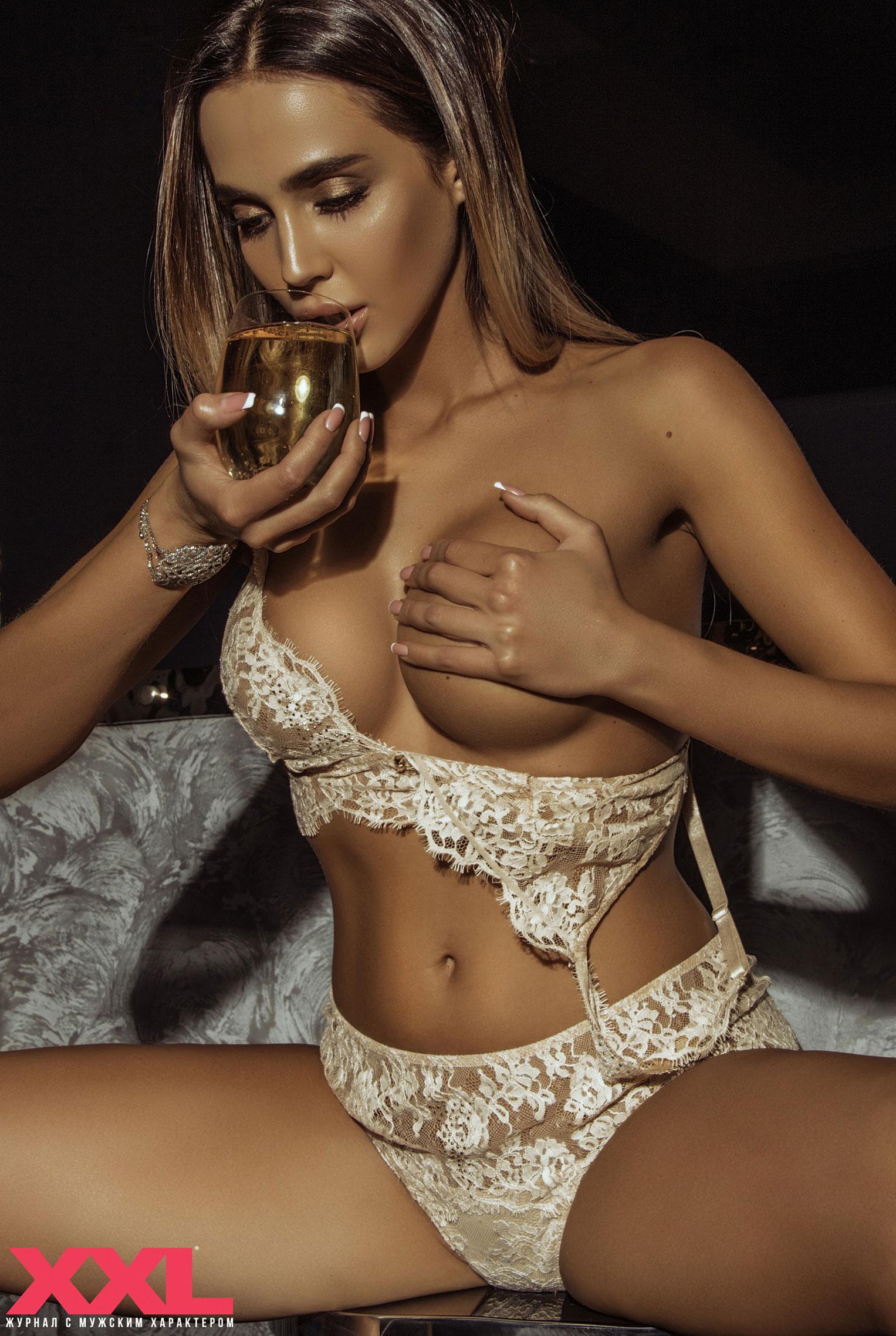 Актриса, модель и телеведущая Эмма Ди в нижнем белье в мужском журнале XXL / фото 09