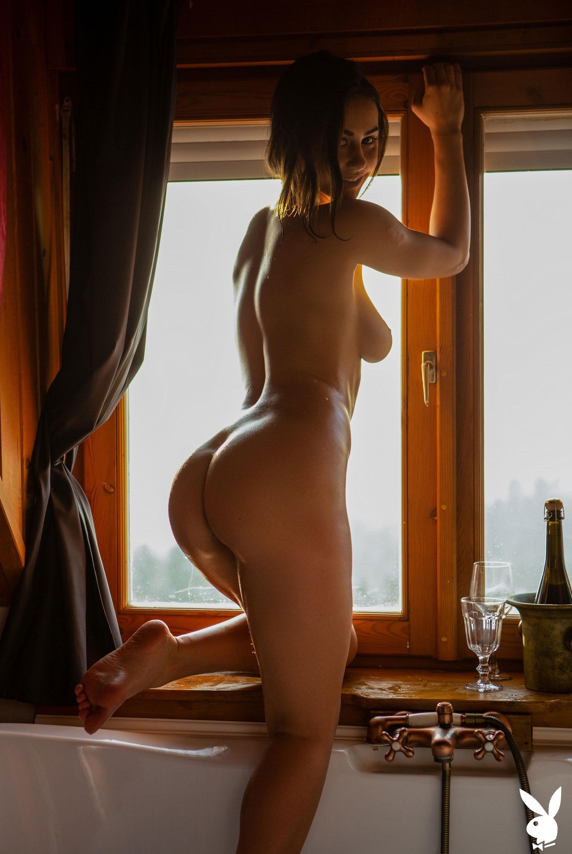 голая Софья Лимма в ванне с шампанским / фото 13
