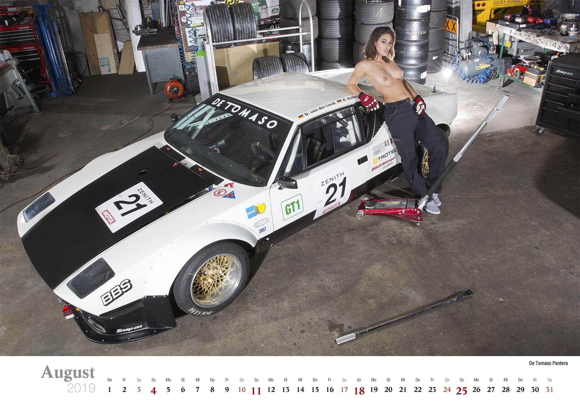 Сексуальные девушки ремонтируют автомобили / De Tomaso Pantera / Schraubertraume / 2019 erotic calendar by Frank Lutzeback