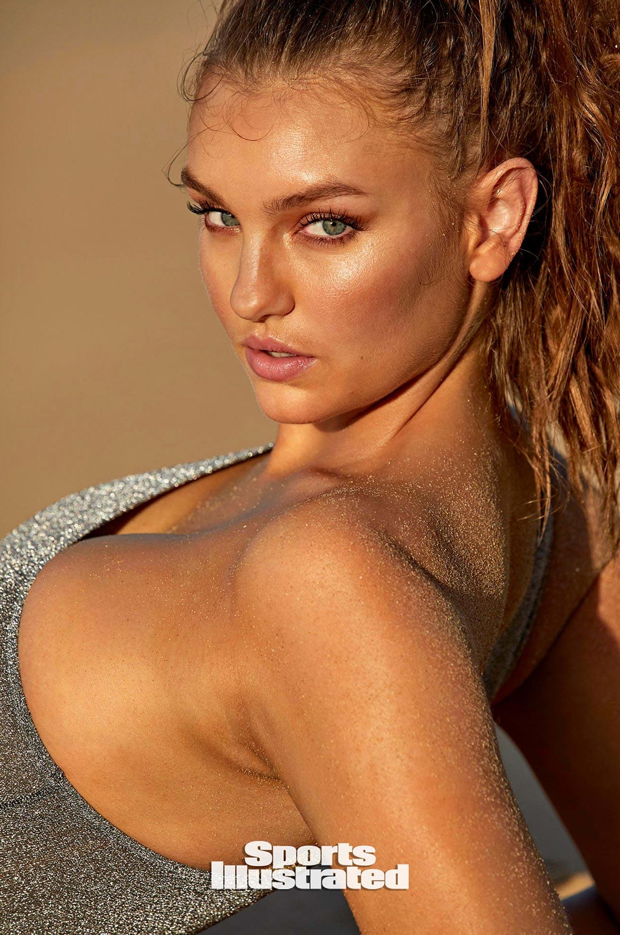 Оливия Брауэр в каталоге купальников Sports Illustrated Swimsuit 2020 / фото 11