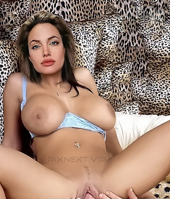 ANGELINA JOLIE TITS & NIPPLES PICS WITH PUSSY EXPOSED