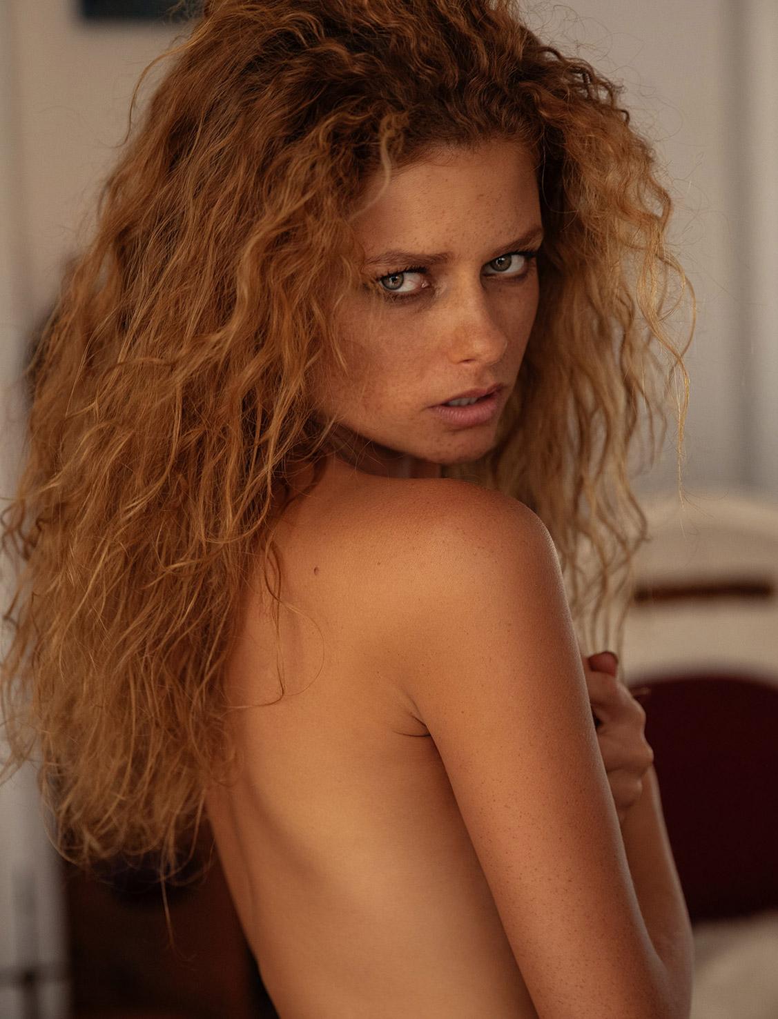 Loungin - Julia Yaroshenko / Юлия Ярошенко, фотограф Paul McMahon - Yume Magazine