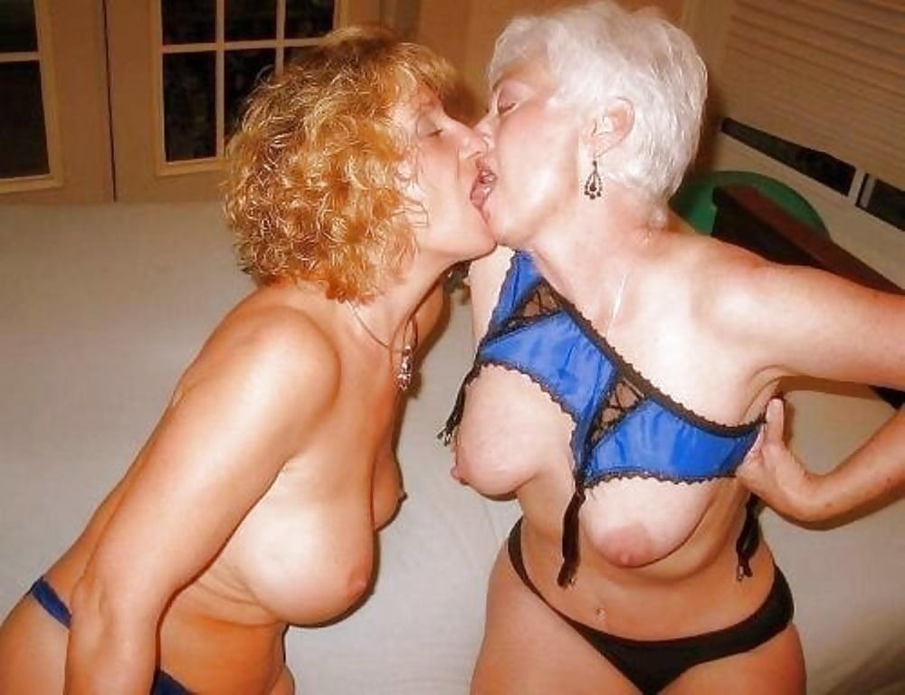 Hot girls smooching-5997