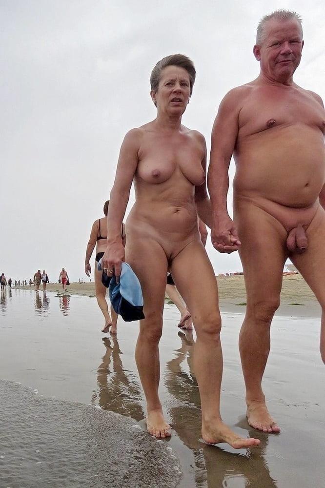 Mature couples copulating-9981