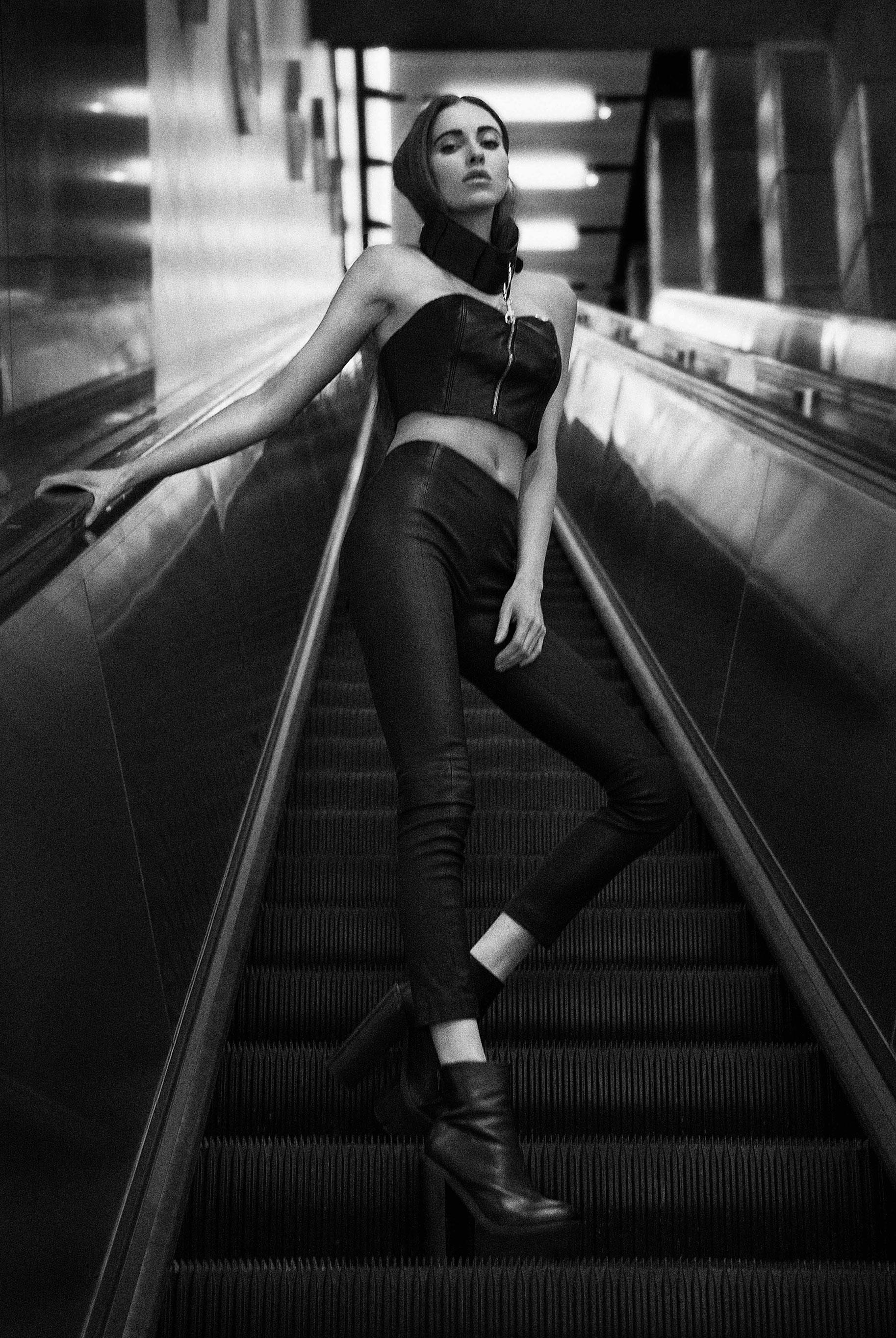 Исследуем метро Нью-Йорка вместе с длинноногой Алекс Фельдман