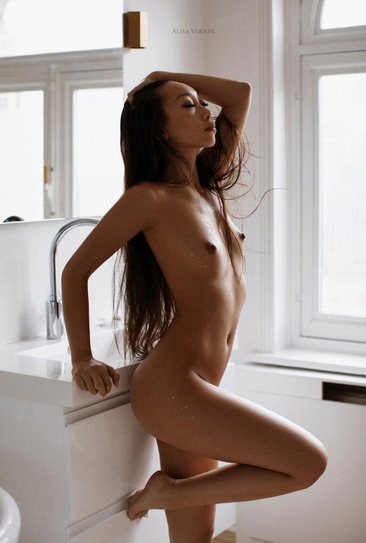 голая азиатская девушка в ванной / фото 05