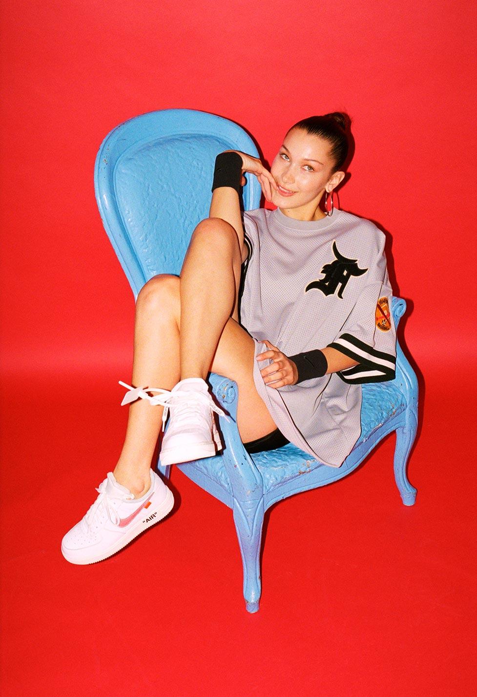 Выбираем модные кроссовки вместе с Беллой Хадид / Bella Hadid by Eric T. White - FootWear News november 2017