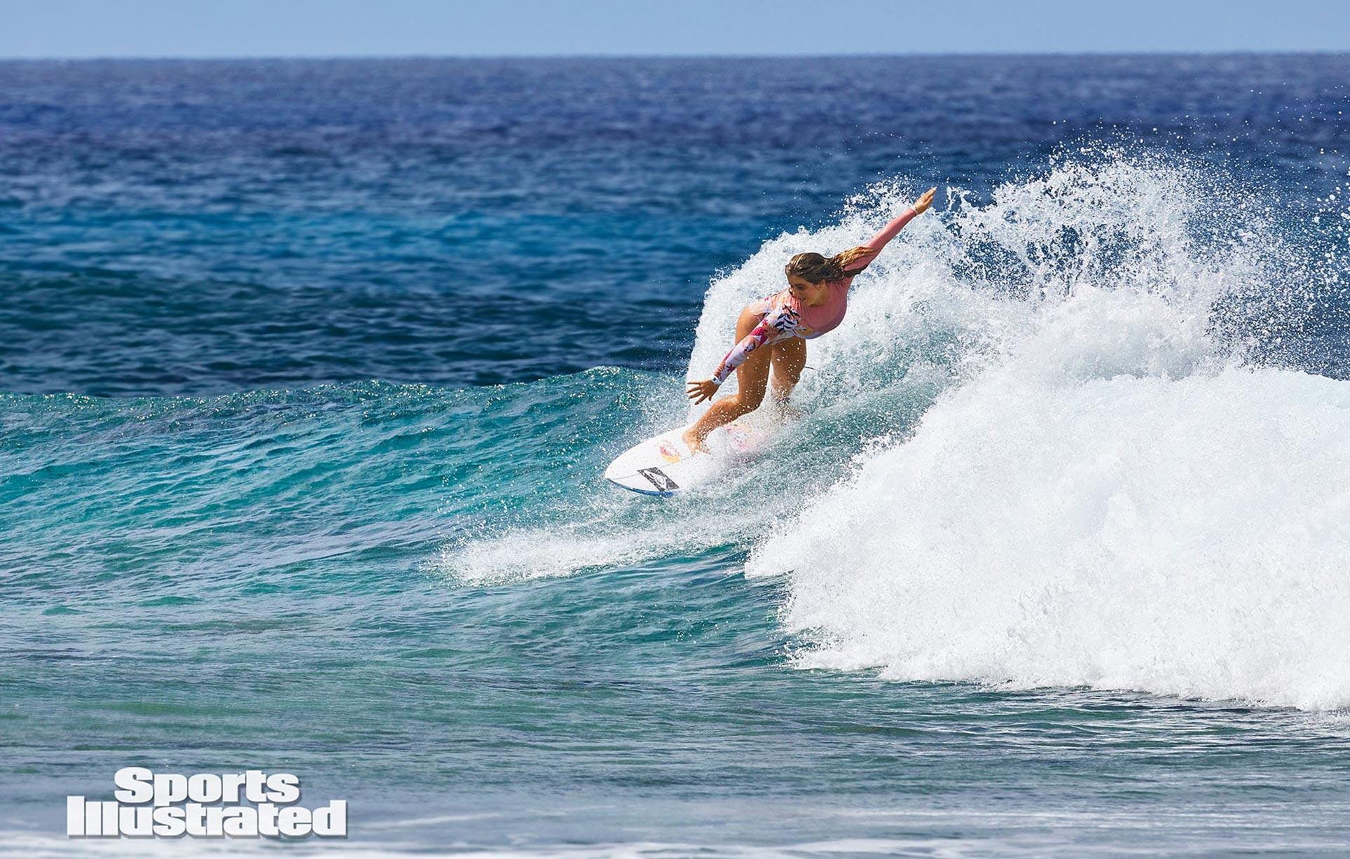 Каролина Маркс в каталоге купальников Sports Illustrated Swimsuit 2020 / фото 01
