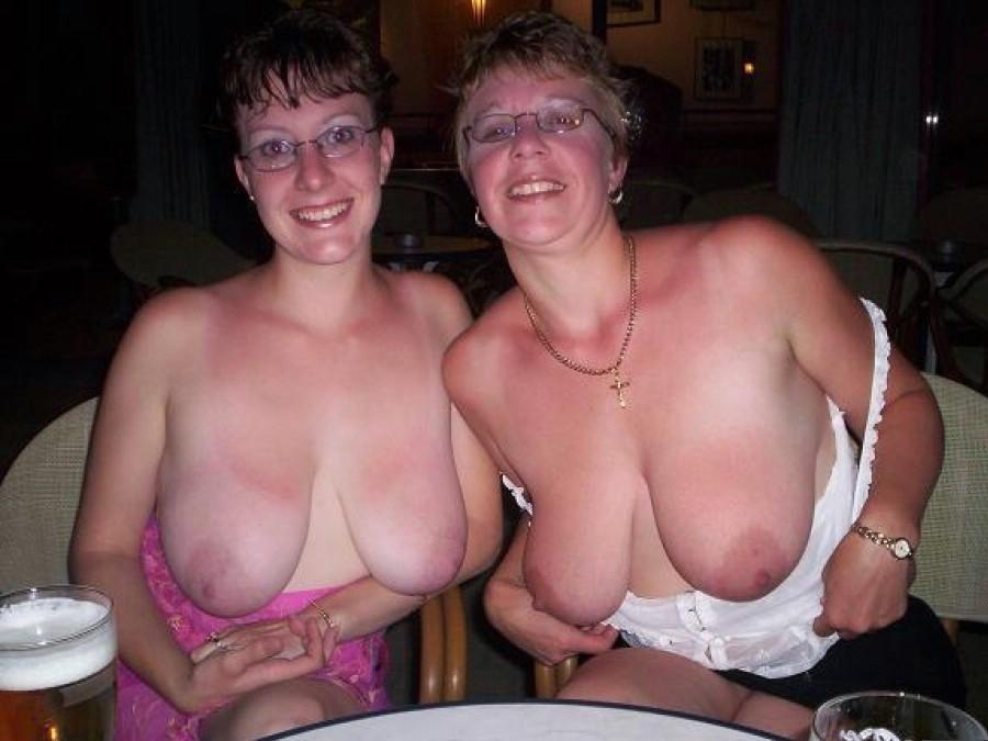Mãe e filha nuas em fotos