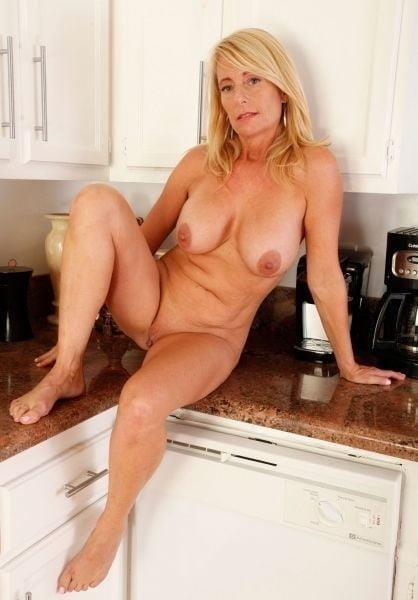 Naked mature tgp-8554