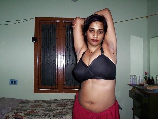 Tamil aunty boobs pic-4527