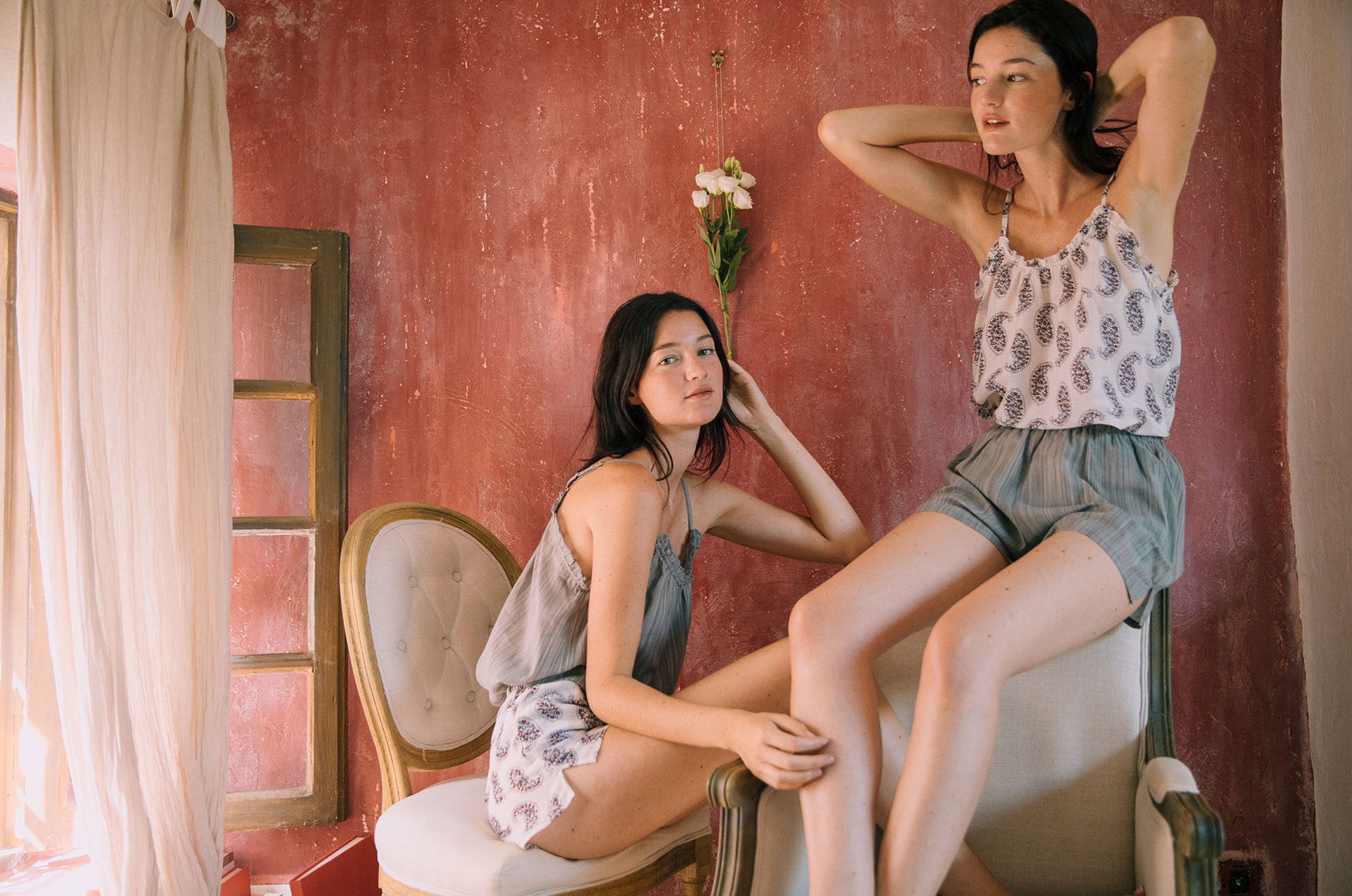 Сестры Бечини в рекламной кампании нижнего белья и домашней одежды Germaine Des Prrs / фото 01