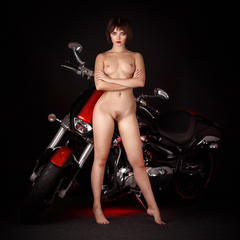 Сексуальная Виктория Соколова оседлала мотоцикл / Victoria Sokolova nude by Alexandr Chuprina