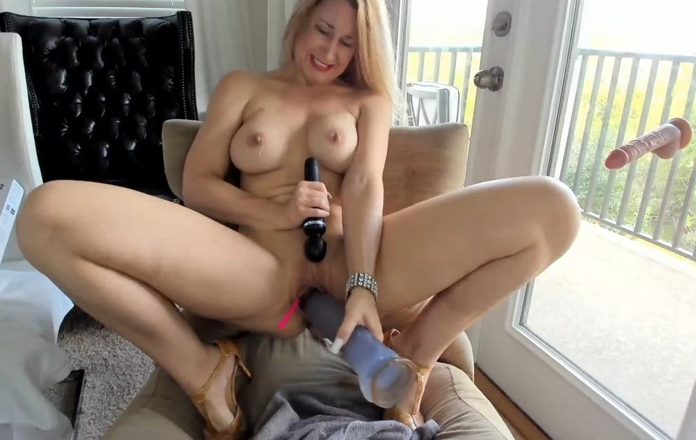 Cunnilingus with vibrator-4823